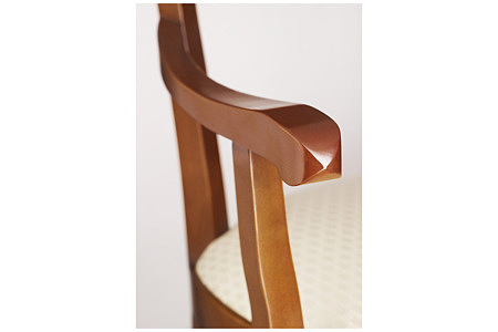 insolito zdobione oparcie krzesła