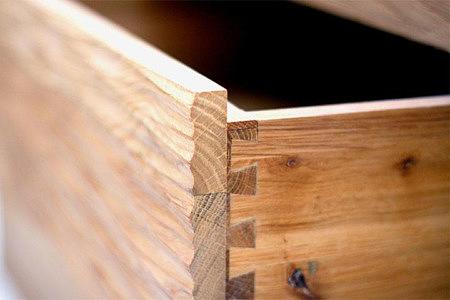 Malaren meble dębowe motyw drążonego drewna szuflada