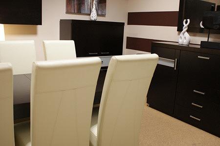 monaco białe krzesła skórzane stół dębowy