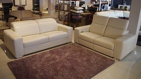Sofa z regulowanymi zagłówkami