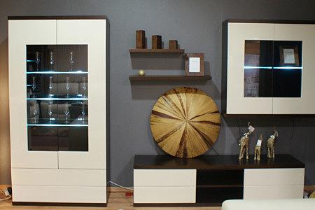 Kolekcja salon Werona pokój dzienny meble białe wysoki połysk ciemne korpusy z okleiny dębowej