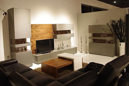 Kolekcja salon Zeus II zestaw pokój dzienny szare meble lakierowane matowe tyły szafek naturalna okleina orzech amerykański