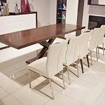 duży stół rozkładany do nowoczesnej jadalni kuchni