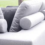 Flavio - detal narożnika z oparciami w postaci poduszek, elegancka jasnoszara tkanina obiciowa z fakturą drobnej kratki plecionki