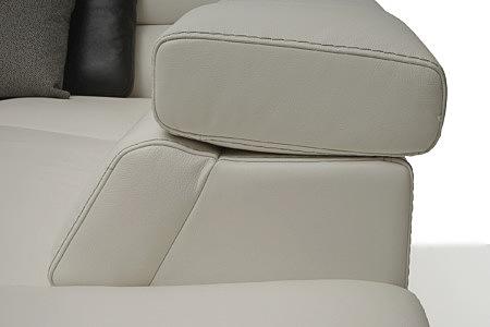 Grace - detal wykonanie podnoszonego zagłówka w sofie skórzanej z białej skóry naturalnej