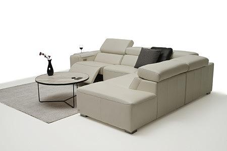 Grace jasna sofa w salonie pomysł na aranżację eleganckiego wnętrza