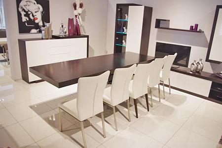 masywny stół do nowoczesnej jadalni na kolumnie