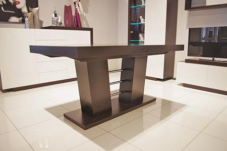 nowoczesny stół rozkładany na kolumnie dębowy
