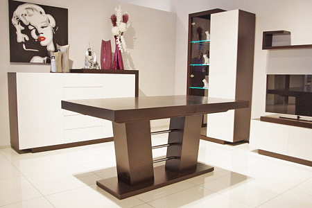 stół dębowy rozkładany na kolumnie