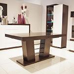 stół na kolumnie rozkładany z elementami ze stali nierdzewnej