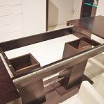 stół rozkładany na jednej kolumnie okleina dębowa