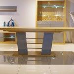Nowoczesny stół na jednej nodze