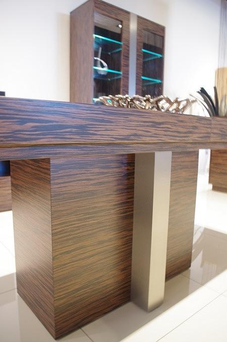 Stół z metalem