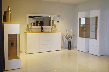 Kolekcja salon Apollo II pokój dzienny białe meble wysoki połysk elementy z naturalnego drewna