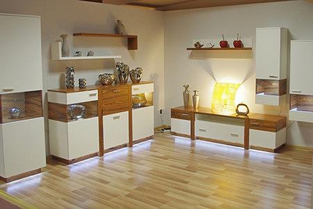 Kolekcja salon Rio pokój dzienny eleganckie meble lakierowane z białymi matowymi frontami wstawki drewniane z naturalnej okleiny z drewna egzotycznego palisander