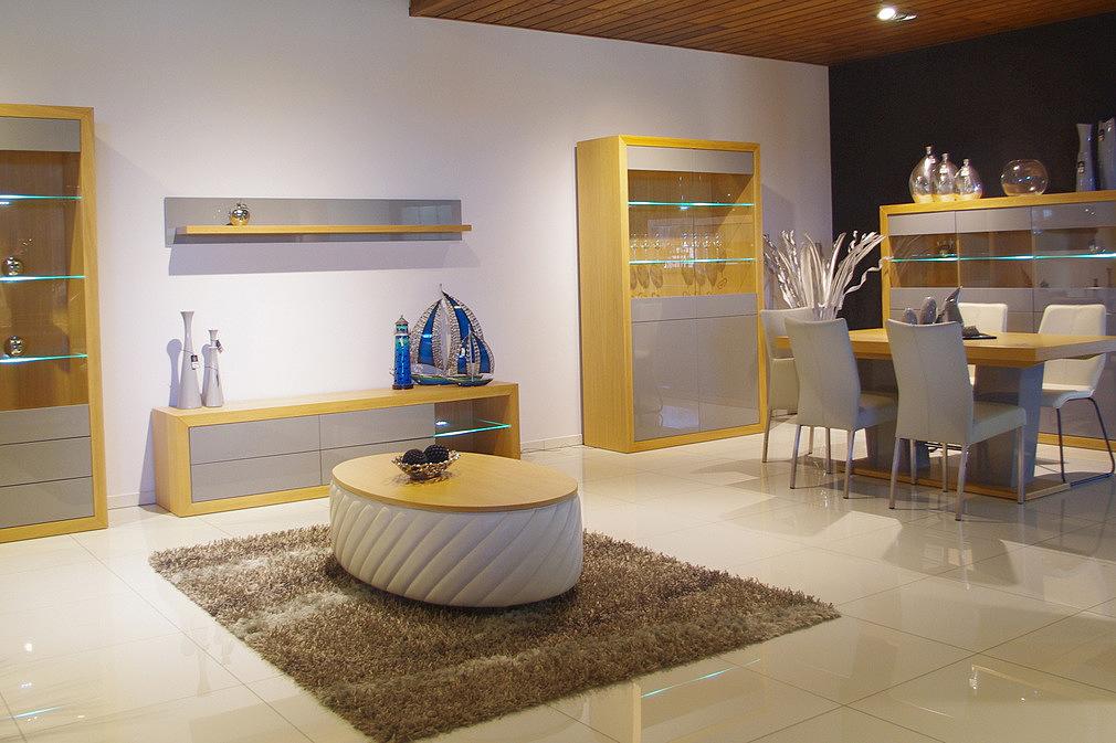 Kolekcja salon Negros pokój dzienny meble jasnego dębu z naturalnej okleiny dębowej fronty białe lakierowane są na wysoki połysk