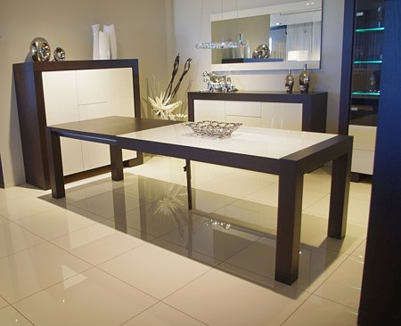 Stół ze wstawką