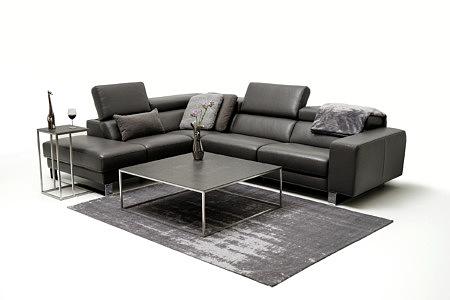 Bugamo2 ciemna czarna sofa do nowoczesnego salonu aranżacja