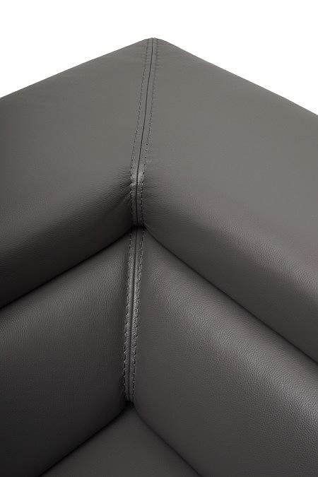 Bugamo2 detal szycia na narożu sofy skórzanej w kolorze ciemnym brązowym