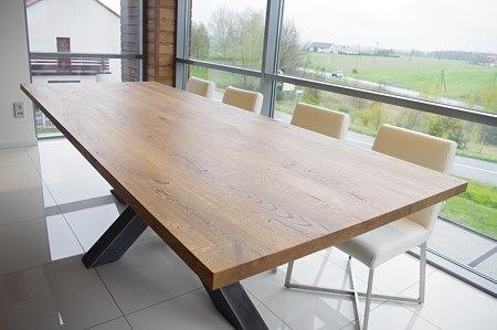 metalowa konstrukcja stołu