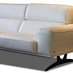 Grande - elegancka sofa narożnik z białej skóry naturalnej na czarnych wysokich nóżkach metalowych