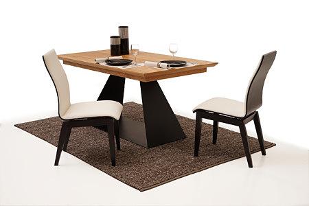 Belissa inspiracja jadalni z białymi krzesłami z czarnymi nogami