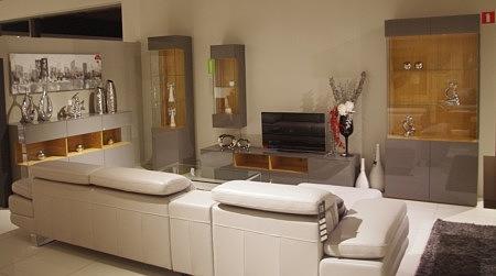Nowoczesne szare lakierowane meble do salonu i jadalni