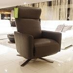 fotel do salonu brązowy rozkładany