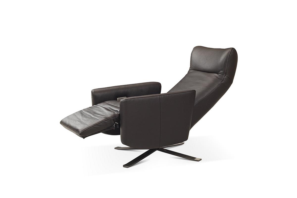King fotel z relaxem w pozycji rozłożonej relaksacyjnej
