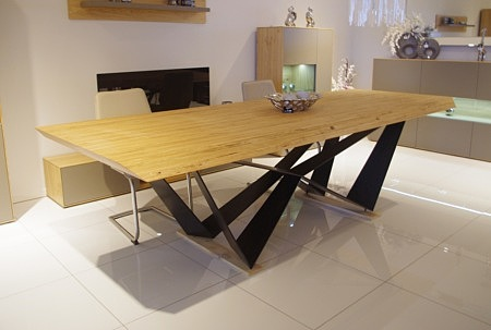 Magnat - nowoczesny i designerski stół z nogami z arkuszy z blachy stalowej