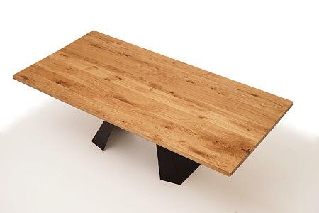 A4 stół do nowoczesnej jadalni urządzonej w stylu industrialnym