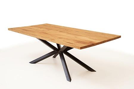 A8 stół z dębowym blatem i designerskimi czarnymi nogami