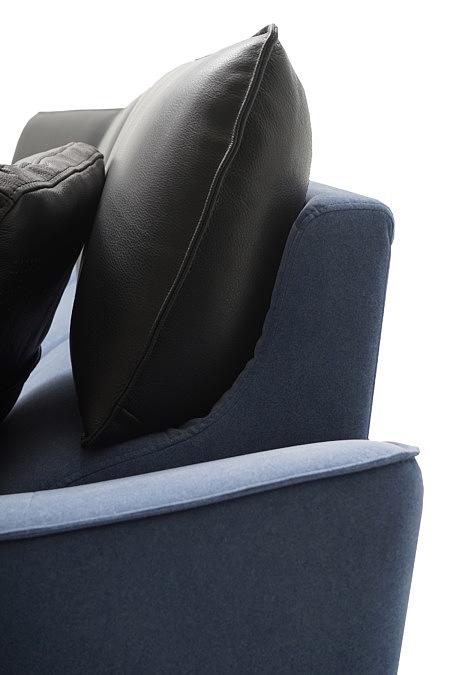 Aviva czarna poduszka ze skóry naturalnej jako wyposażenie narożnika
