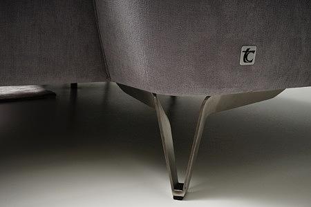 Aviva solidne metalowe nogi ze stali szczotkowanej w narożniku sofie