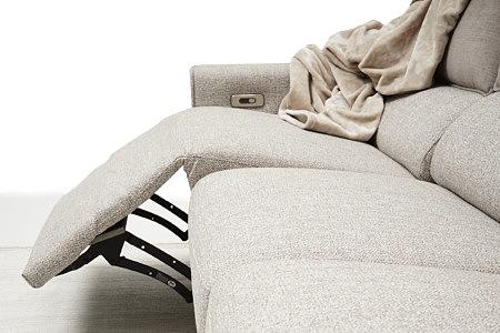 Aviva2 jasno szara sofa tapicerowana tkaniną fargotex o grubym splocie