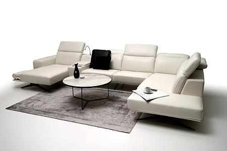 Giotto pomysł na oryginalną aranżację salonu z elegancką białą sofą