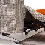 Infinity detal wykonania funkcji relax w kolorowej sofie
