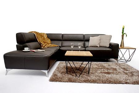 Infinity w eleganckim salonie brązowy narożnik dywan z długim włosem