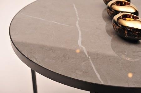 ława b7 b6 pietra grey połysk laminam spiek na czarnej nodze na profilu szary z białymi pręgami