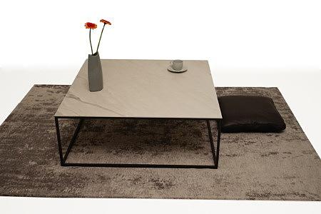 LB4 stolik metalowy industrialny marmur dywan brązowy poducha