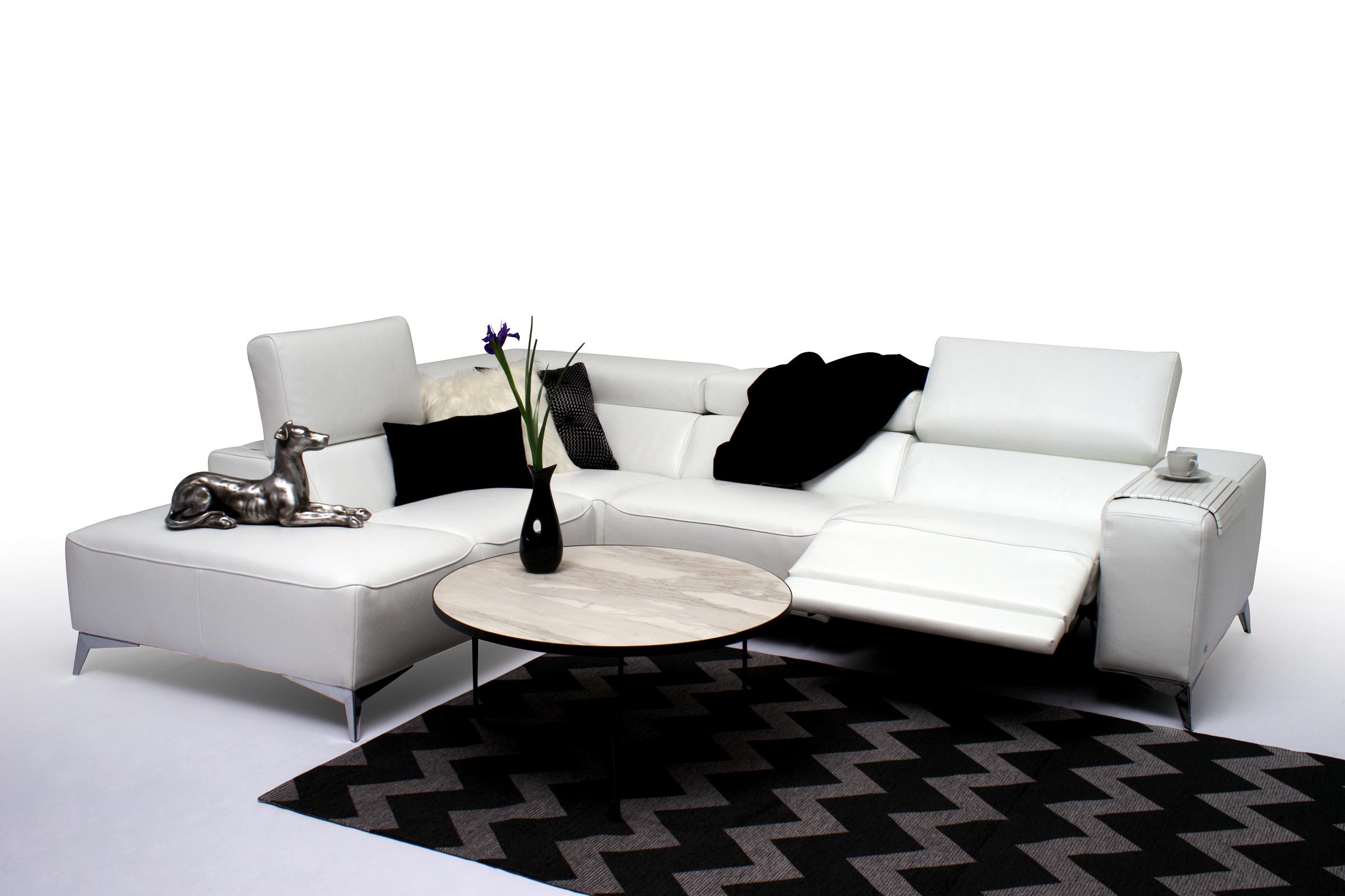 Longo biała elegancka kanapa narożna z relaxem aranżacja