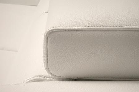 Longo detal wykonania oparcia białej sofy skórzanej