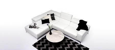 Longo elegancki biały narożnik do salonu aranżacja stolik spiek marmur
