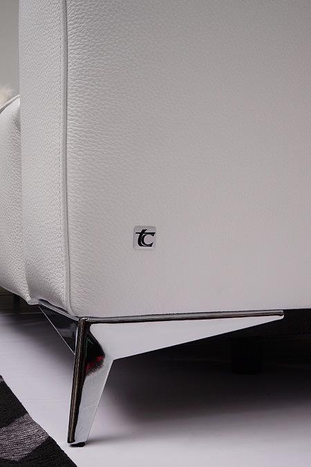 Longo logo producenta mebli firmy TC na sofie