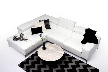 Longo przykładowa aranżacja salonu sofa biała stolik spiek marmur