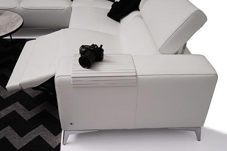 Longo siedzisko narożnika do salonu rozłożone w pozycji relax