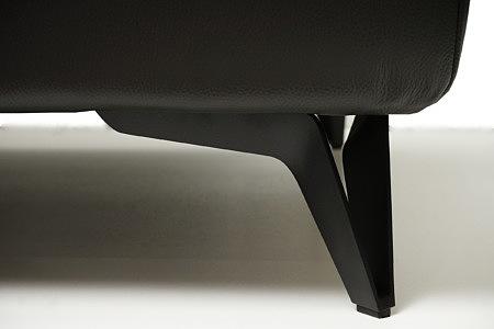 Longo smukła elegancka czarna noga nowoczesnej sofy