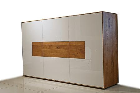 Manhattan - designerska komoda z wstawkami z drewna dębowego, fornir dąb sękaty, biały front lakierowany na wysoki połysk