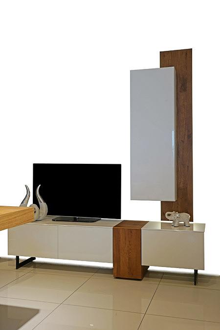 Manhattan - szafka RTV biała w wysokim połysku, brązowe wstawki drewniane, dąb sękaty fornir naturalny