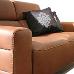 nowoczesna sofa ze skóry z relaksem